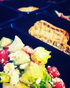Šopský salátek  #třebíč #zdravejidlo #instafood #krabickovadieta #trebic #fitfood #jimezdrave #varimezdrave #estclean #healthyfood #salat #salad #cheese #yummy #mnamka