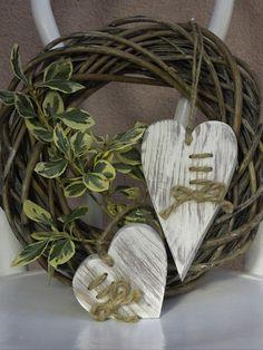 Deko-Objekte - Holzherzchen - Set - ein Designerstück von Emmart1 bei DaWanda Wooden Hearts, Grapevine Wreath, Grape Vines, Designer, Shabby Chic, Make It Yourself, Home Decor, Christmas Jewelry, Objects