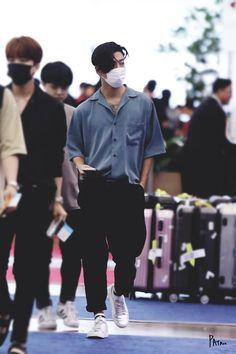 k-fashion-beauty-lifestyle: B.A.P Yongguk airport fashion at… k-fashion-beauty-lifestyle: B.A.P Yongguk airport fashion at Incheon Airport K Fashion, Spring Fashion, Mens Fashion, Fashion Beauty, Bap Yongguk, Hip Pop, Got7 Bambam, Airport Style, Airport Fashion