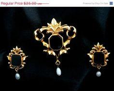 Vintage Cat/'s Eye Moonstone Necklace /& Pierced Earrings Ornate Designed Jewelry Set 1980/'s Costume Jewelry