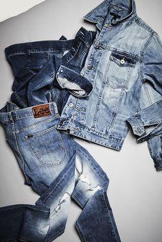 Für einen coolen Denim-Look brauchst du nur zwei Basics: Eine stylische Jeansjacke, die du je nach Temperatur lässig über dem T-Shirt oder Hoodie trägst. Und natürlich eine absolut perfekt sitzende Denim. Hier wirst du fündig!