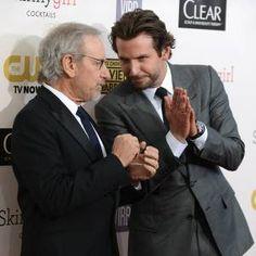 Bradley Cooper será dirigido por Steven Spielberg em novo projeto: http://rollingstone.com.br/noticia/bradley-cooper-sera-dirigido-por-steven-spielberg-em-novo-projeto/ …