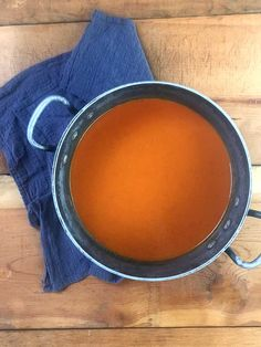 Keto Tomato Soup - Resolution Eats - # Check more at tomaten. Cream Of Tomato Soup, Tomato Soup Recipes, Keto Recipes, Recipes Dinner, Healthy Soup, Low Carb Keto, Cool Hairstyles, Stuffed Peppers, Tomatoes
