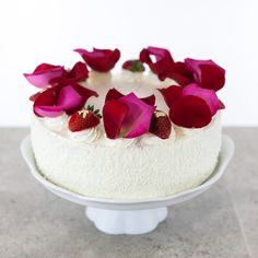 FRASIER  Our twist on a Parisian favorite cake. Chunks of fresh strawberries, raspberry/blackberry buttercream and whipped cream are layered between Kirsch moistened vanilla cakes.    6