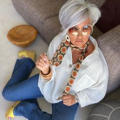 simpson.house Short White Hair, Short Hair Cuts, Short Hair Styles, New Haircuts, Aging Gracefully, Fashion Over 50, Style Me, White Shorts, Hair Beauty