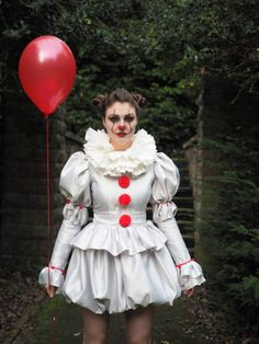 Pennywise Costume dress IT 2017 clown costume cosplay. Circus Halloween Costumes, Clown Costume Women, Clown Halloween Costumes, Looks Halloween, Halloween Outfits, Diy Costumes, Costumes For Women, Spirit Halloween, Pennywise Costume For Kids