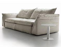 Divano in pelle moderno e di design Five in vendita da Tino Mariani. Anche in pelle il divano è completamente sfoderabile. http://www.tinomariani.it/prodotti/five.html