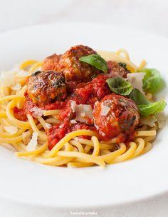 Makaron z pulpecikami w sosie pomidorowym