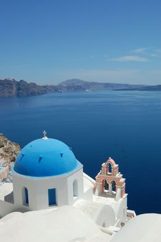 With its striking sunsets, clifftop villages, and delicious cuisine and wineries, Santorini ranks high on lovers' destinations for good reason. Santorini Greece, Mykonos, Greek Blue, Moving To The Uk, Relaxing Holidays, Sailing Trips, Greek Islands, Day Tours, Great View