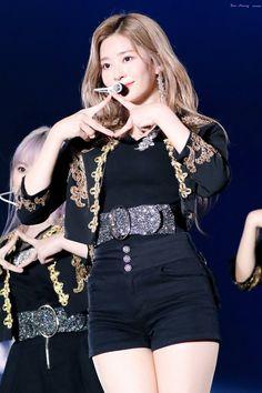 Kpop Girl Groups, Kpop Girls, Japanese Girl Group, Kim Min, Stage Outfits, The Wiz, Yuri, Korea, Idol
