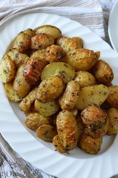 Rozmaringos sült újkrumpli Potato Dishes, Potato Recipes, Paleo, Cooking Recipes, Healthy Recipes, Other Recipes, Diy Food, Cravings, Food And Drink
