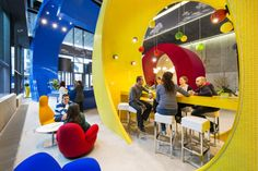 The search engine's new Dublin HQ is a spunky, brightly colored workplace with in-your-face design flourishes. Google Office, Classroom Setup, Classroom Design, Modern Classroom, Evolution Design, Espace Design, Architecture Design, Best Places To Work, Cool Office Space