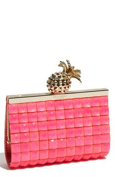 Bag with pineapple clasp