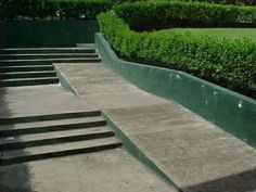 33 Architects Who Completely Screwed Up Their One Job Architecture Fails, Landscape Architecture, Building Fails, Ing Civil, Handicap Ramps, Construction Fails, Construction Design, Im An Engineer, Wheelchair Ramp