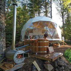 Who wants a wood fired hot tub for two and a dome for cozy glamping? For those who can't create this reality themselves, there are places to go to experience this for a night or two, like Ridgeback Lodge in Canada. Kingston, Dome Structure, Geodesic Dome Homes, Go Glamping, Dome House, Dome Tent, Interior Exterior, Architecture, Places To Go