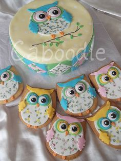 Everyone is very into owls it seems, can't blame them they are simply shaped, easier to draw and damn good looking too! These particular owls look yummy too!
