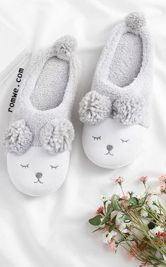 To find out about the Critter Faux Fur Slippers at SHEIN, part of our latest Slippers ready to shop online today! Bunny Slippers, Winter Slippers, Cute Slippers, Crochet Shoes, Crochet Slippers, Girls Slip, Bare Foot Sandals, Cute Baby Clothes, Womens Slippers