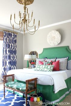 Kelly Green, Navy, and Pink Master Bedroom Bold, Colorful, Preppy Bedroom Dimples and Tangles Pink Master Bedroom, Guest Bedroom Decor, Bedroom Green, Master Bedroom Design, Bedroom Colors, Home Bedroom, Bedroom Designs, Bedroom Ideas, Master Bedrooms