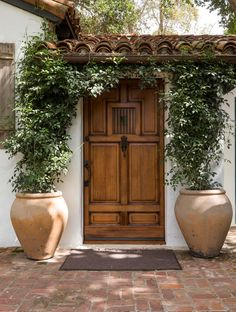 Spanish style homes – Mediterranean Home Decor Hacienda Style Homes, Spanish Style Homes, Spanish House, Spanish Revival, Spanish Colonial, Spanish Backyard, Spanish Style Interiors, Mission Style Homes, Spanish Style Bathrooms