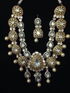 Looking for unique bridal necklace? Browse of latest bridal photos, lehenga & jewelry designs, decor ideas, etc. on WedMeGood Gallery. Royal Jewelry, India Jewelry, Jewelry Sets, Trendy Jewelry, Gold Jewellery, Body Jewelry, Jewlery, Diamond Necklace Set, Diamond Jewelry