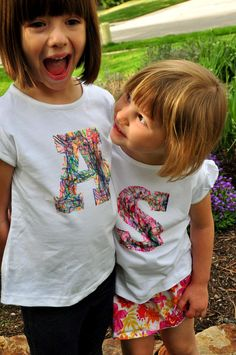Cute....Kids design their own initial t-shirts.  Young ones can scribble, older ones can create a more advanced design.  Use your favorite team colors or put some spots and dots on.    Aesthetic Nest: Craft: Scribble Initial T-Shirt (Tutorial)