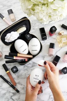 62 ideas for hair products flatlay chanel Chanel Beauty, Beauty Makeup, Glam Makeup, Chanel Makeup Bag, Chanel Eye Cream, Chanel Creme, Chanel Chanel, Batons Matte, Beauty Review