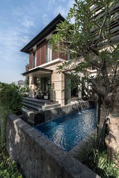 Modern tropical house, bha architect dream home di Modern Tropical House, Tropical House Design, Tropical Houses, Bungalow House Design, Modern House Design, Tropical Architecture, Architecture Design, Tree House Interior, White Exterior Houses
