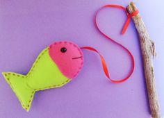 Os peixes tem aproximadamente 12 cm de largura.