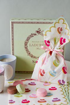 Wrap with Ladurée paper napkins
