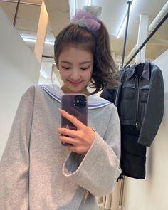 Kpop Girl Groups, Korean Girl Groups, Kpop Girls, K Beauty, These Girls, Debut Album, K Idols, South Korean Girls, Korean Fashion