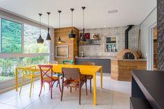 Como Decorar uma Varanda Gourmet Perfeita para a sua Casa? Family Tree Photo, Four A Pizza, Barbecue Area, Wood Fired Pizza, Pizzeria, Decoration, Interior Decorating, Sweet Home, Dining Table
