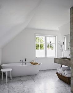Ideas For Bathroom Scandinavian Grey Interior Design Grey Bathrooms, White Bathroom, Bathroom Interior, Design Bathroom, Minimal Bathroom, Bad Inspiration, Bathroom Inspiration, Interior Inspiration, Norwegian House