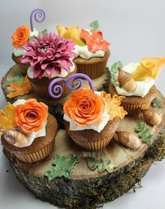 Edible Autumn flowers, fall leaves, and acorn set for cakes or cupcakes. via Etsy. Cupcakes Flores, Flower Cupcakes, Mini Desserts, Beautiful Cakes, Amazing Cakes, Beautiful Life, Fall Wedding Cupcakes, Autumn Cupcakes, Wedding Cake