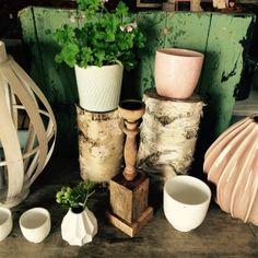 Bambuslicht und rosa Vase von Broste Copenhagen, Töpfe von PTMD