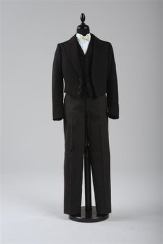 """Boy's Suit, 1902 Foto: Christa Losta © Wien Museum This child's suit is cut in the same fashion as that for an adult. It was customary that so-called """"Kranzlkinder"""" carried the bride's train and. Queen Wilhelmina, Royal Brides, Engagement Dresses, Boys Suits, Museum, Black Stripes, Kids Outfits, Normcore, Children Clothing"""