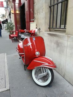 Red Vespa, #Paris