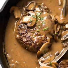 A juicy Salisbury Steak recipe with Mushroom Gravy Salisbury Steak Sauce. Easy to make with a restaurant trick for an extra tasty gravy! Comida Delivery, Comida Pizza, Recipetin Eats, Mushroom Gravy, Mushroom Sauce, Mushroom Risotto, Stuffed Mushrooms, Stuffed Peppers, Salisbury Steak