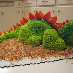 DIY 3-d dinosaur cake from two round cakes (template included)