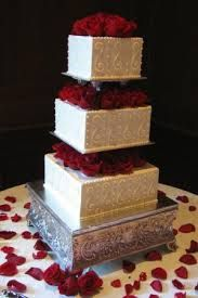 We heart the roses on each tier!