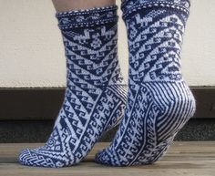Ravelry: Pisqu pattern by Leslie Comstock This sock was designed for Sock Madness Free Knitting, Knitting Socks, Knitting Patterns, Crochet Socks, Knit Crochet, Knit Socks, Slipper Socks, Slippers, Crazy Socks