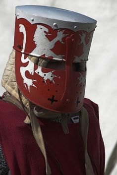 very cool idea of painting the heraldry on the helmet!