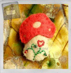 Le petit champignon. Recyclage par la Gorgone. : Broche par la-gorgone