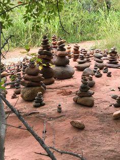 Garden Crafts, Garden Art, Garden Ideas, Rock Sculpture, Sculptures, Stone Balancing, Prayer Garden, Outdoor Crafts, Rock Design
