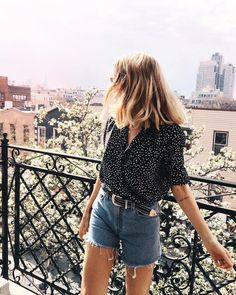 30 Chic Summer Outfit Ideas - Street Style Look. The Best of clothes in 12 Trending Outfits On The Street 30 Chic Summer Outfit Ideas – Street Style Look. The Best of clothes in Spring Summer Fashion, Spring Outfits, Style Summer, Hipster Summer Outfits, Black Summer Outfits, Casual Chic Summer, Summer Holiday Style, London Summer Style, Europe Outfits Summer