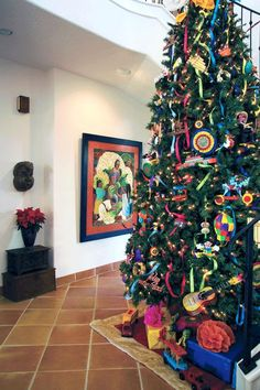Christmas Tree Decorating Tips Mexican Christmas Decorations, Unique Christmas Trees, Christmas Tree Themes, Christmas Makes, Xmas Tree, Christmas Traditions, All Things Christmas, Christmas Tree Decorations, Christmas Holidays