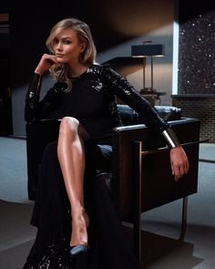 Carolina Herrera unveils a new fragrance called markBad Boy. Supermodel Karlie Kloss joins actor Ed Skrein for a campaign shot by Billy Kidd. Carolina Herrera, High Fashion Photography, Glamour Photography, Lifestyle Photography, Editorial Photography, Beautiful Legs, Beautiful Outfits, Marie Claire, Karlie Kloss Style
