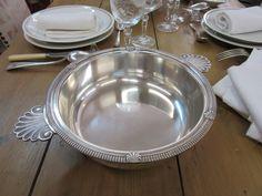 Plat métal argenté (diam. 23cm, H=6.5cm) 78€. http://www.auvieuxchaudron.fr/