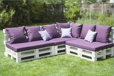 The easiest and cheapest way to build your outdoor space is by using easy and cheap DIY outdoor couch ideas. Pallet Patio Furniture, Outdoor Furniture Plans, Pallet Couch, Diy Furniture, Furniture Design, Rustic Furniture, Furniture Projects, Concrete Furniture, Victorian Furniture