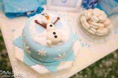 Frozen Themed Birthday Party {Ideas, Decor, Planning, Styling, Cake}