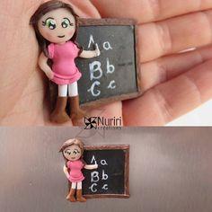 A teacher #fimo #polymerclay #premo #sculpey #kato #craft #arcillapolimerica #clay #art #nuriricreations #manualidades #handmade #magnet #teacher #doll #Padgram